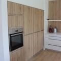 Kuhinja za vgradnim zidnim delom