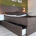 postelja moderna predalnik
